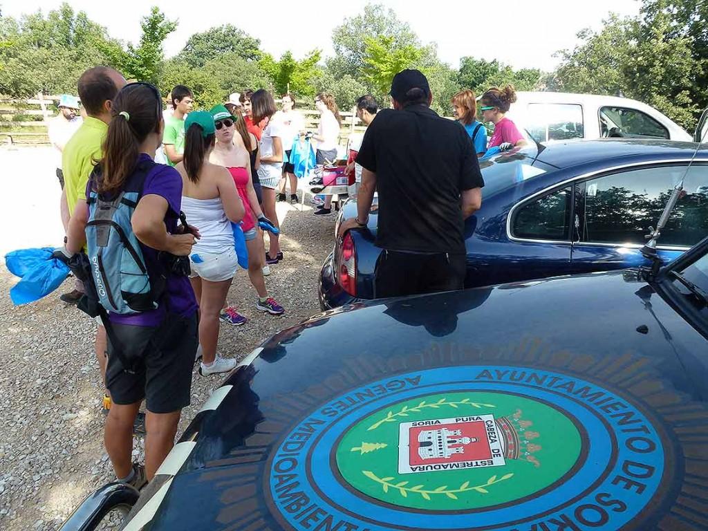 Voluntariado-recogida-basura-en-Valonsadero-2015-a