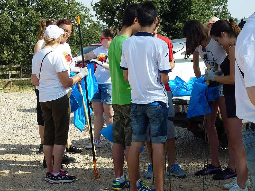 Voluntariado-recogida-basura-en-Valonsadero-2015-b