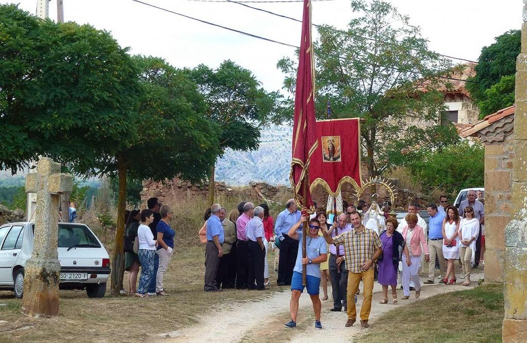 Inicio-de-la-procesion-de-Pedrajas-en-la-Virgen-de-Agosto