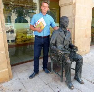 Martin Ruiz y estatua de Antonio Machado en Soria