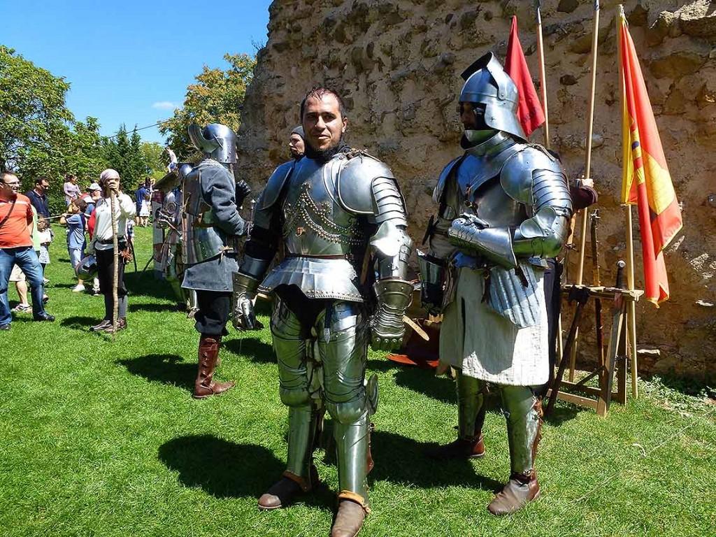hombres-con-armadura-de-Oria-Dauria-en-castillo-de-Soria