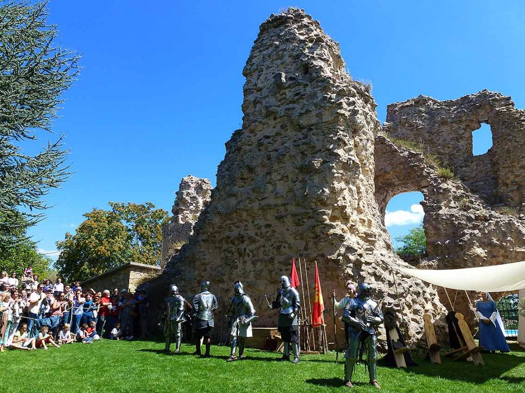 oria-Dauia-en-escena-en-castillo-de-soria