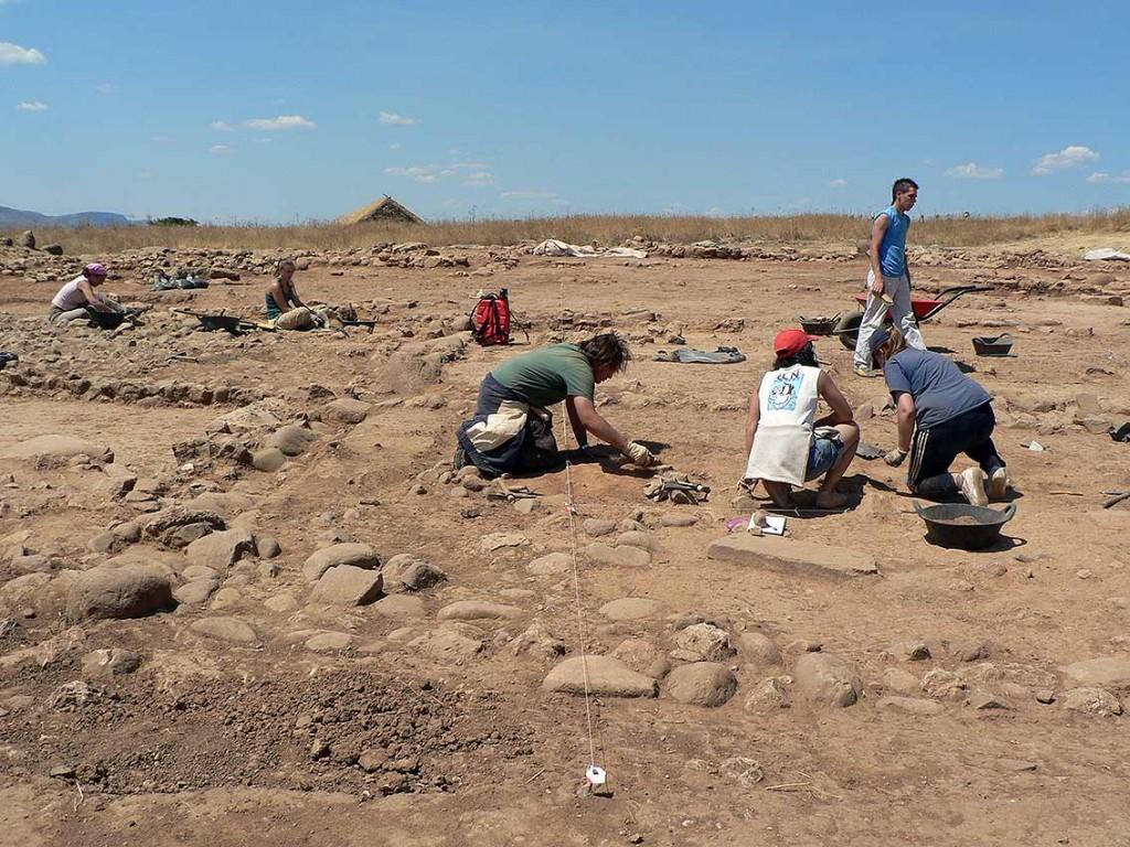 Momento-de-prospeccion-arqueologica-en-Numancia