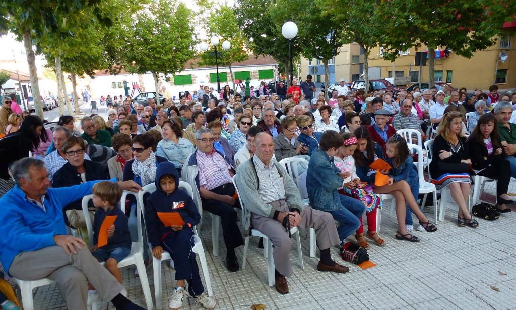 Publico ante Banda de Musica de Soria en La Barriada 2015