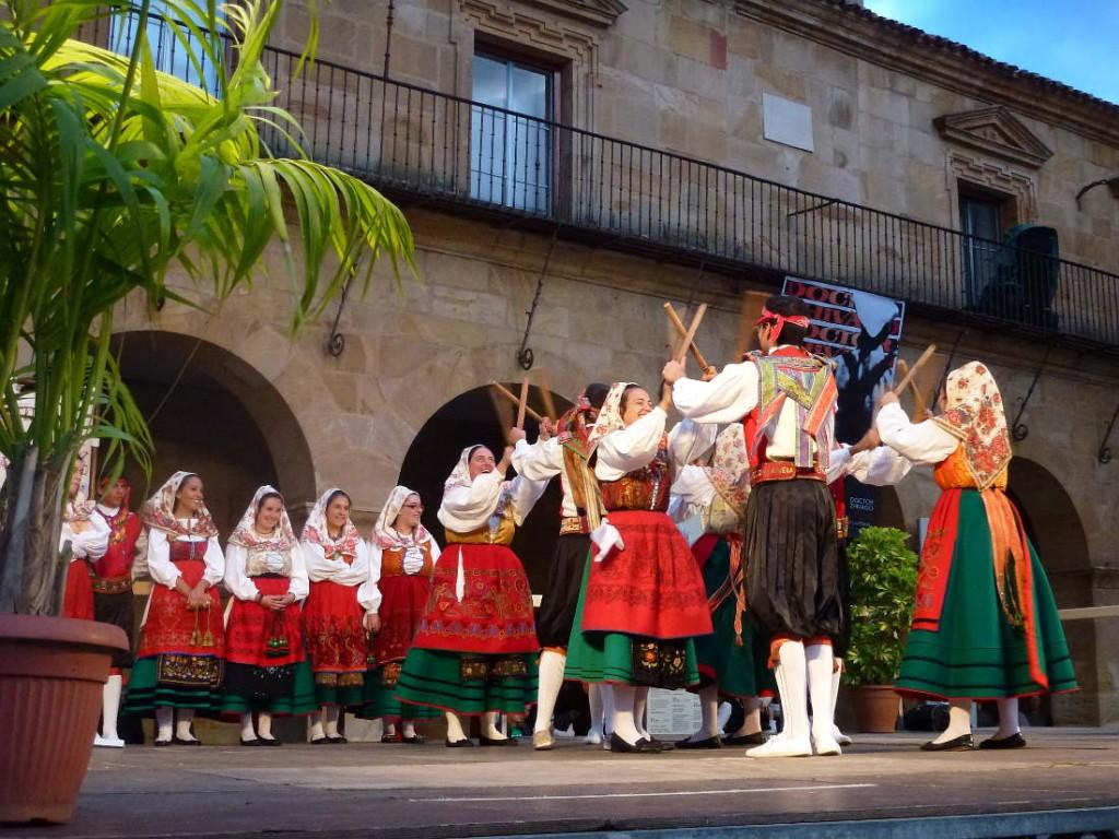 grupo mauregato paloteo Festival de Musica y Danzas de Soria 2015