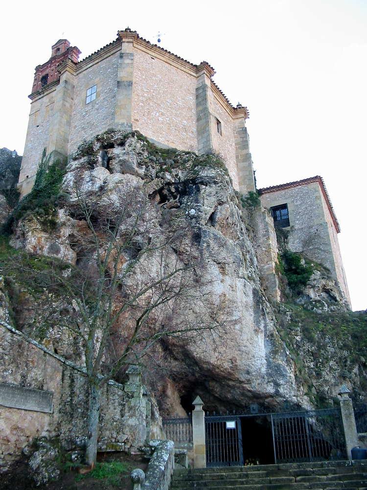 Ermita de San Saturio en Soria en la roca suspendida