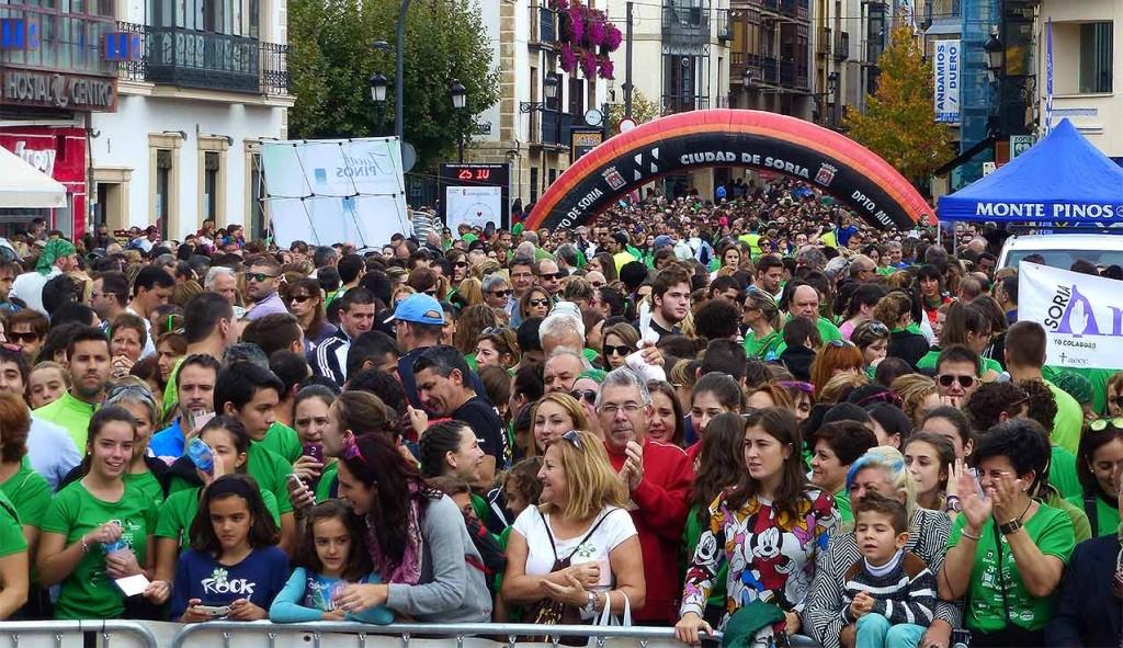 Tercer-Camino-por-Soria-contra-el-Cancer-gente-en-plaza