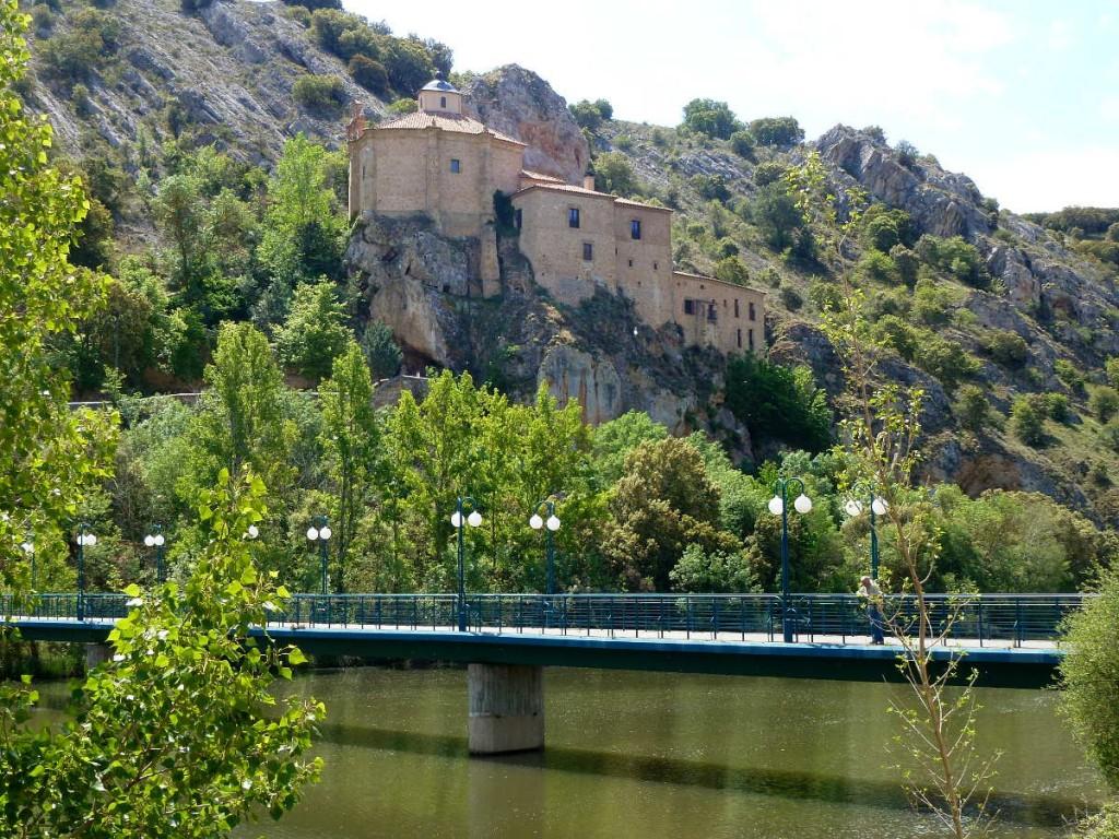 ermita de San Saturio puente y rio duero en Soria