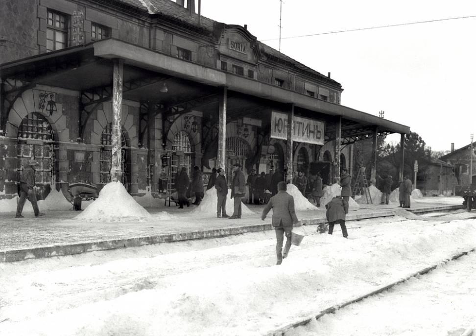 Estación del Cañuelo en Soria preparándose como escenario en Doctor Zhivago. Foto AHPSo