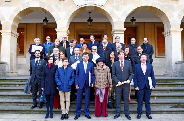 Asamblea Anual Doce Linajes de Soria 2015, asistentes ante Ayuntamiento