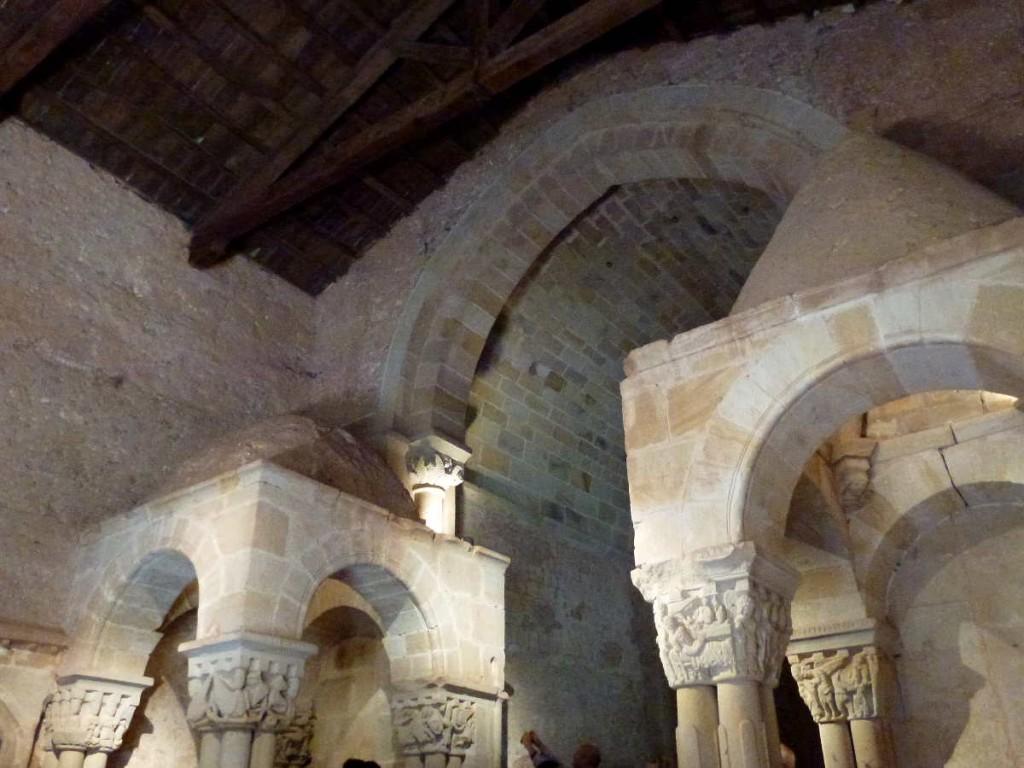 capiteles y cupulillas de templetes en San Juan de Duero en Soria
