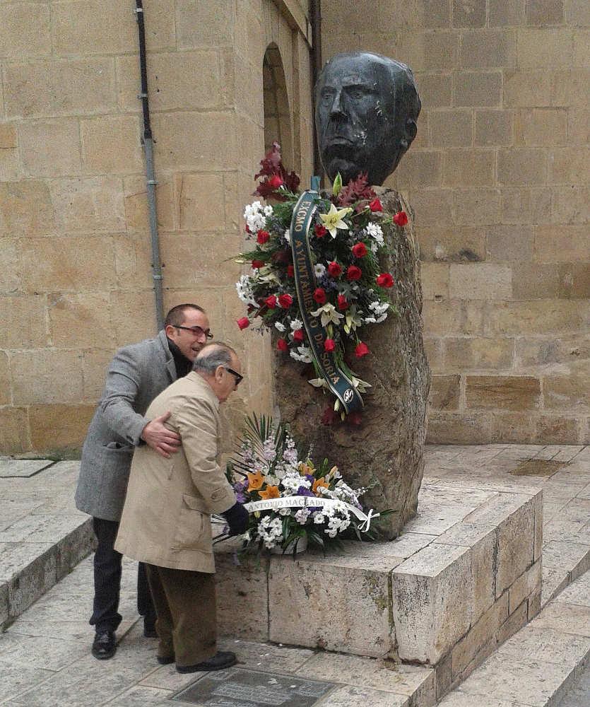 Luis Cabrejas junto a Luis Rey en homenaje a Machado (febrero de 2014).