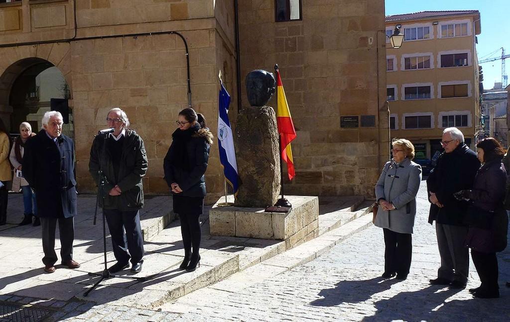 Jesus-Barez-en-homenaje-a-Antonio-Machado-y-Ruben-Dario-en-Soria