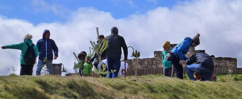 Plantando-arboles-Ambientalia-Bosque-Infantil-de-Soria-3