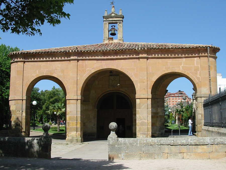 porticado ermita La Soledad en Dehesa de Soria