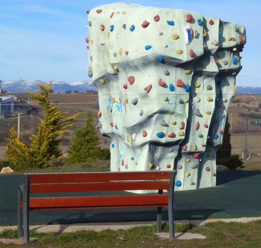 El bullder para escalada tiene una altura que supera los 3,5 metros