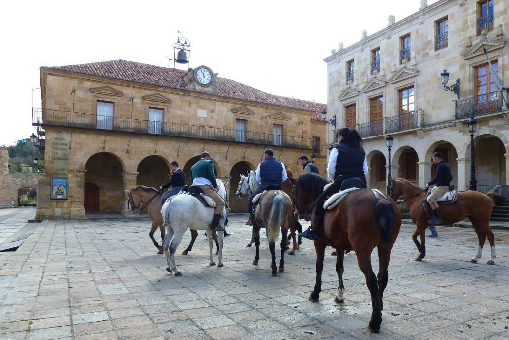 Feria de Abril Soria 2016 caballistas Plaza Mayor