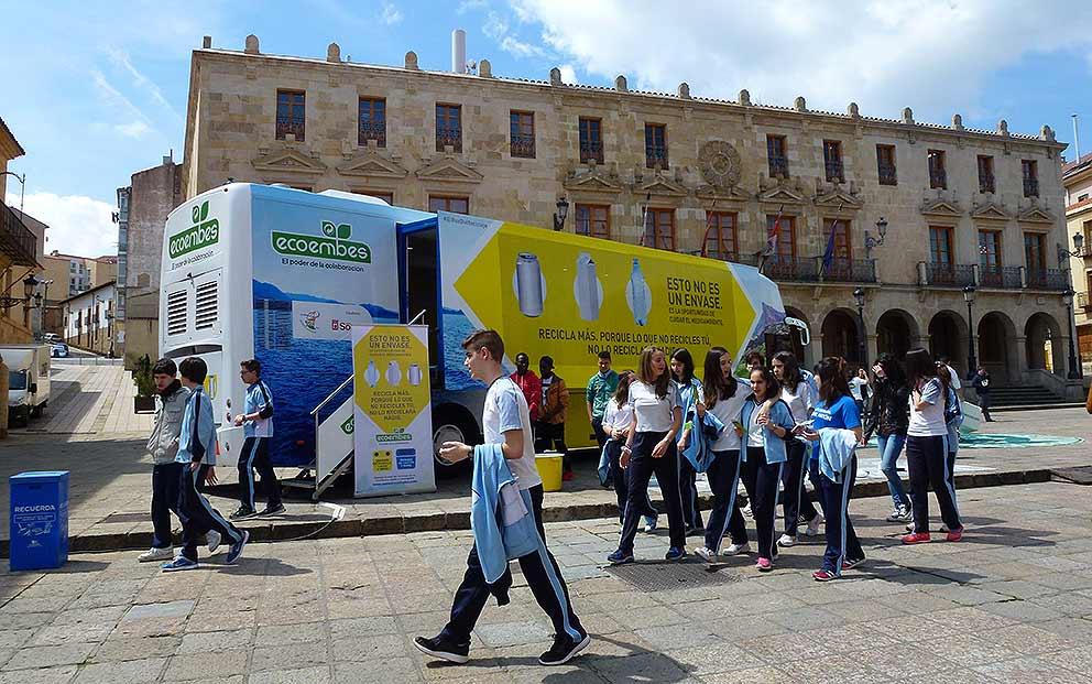 Ecoembes-Ayuntamiento-de-Soria-unidos-en-el-Dia-del-Reciclaje-2016