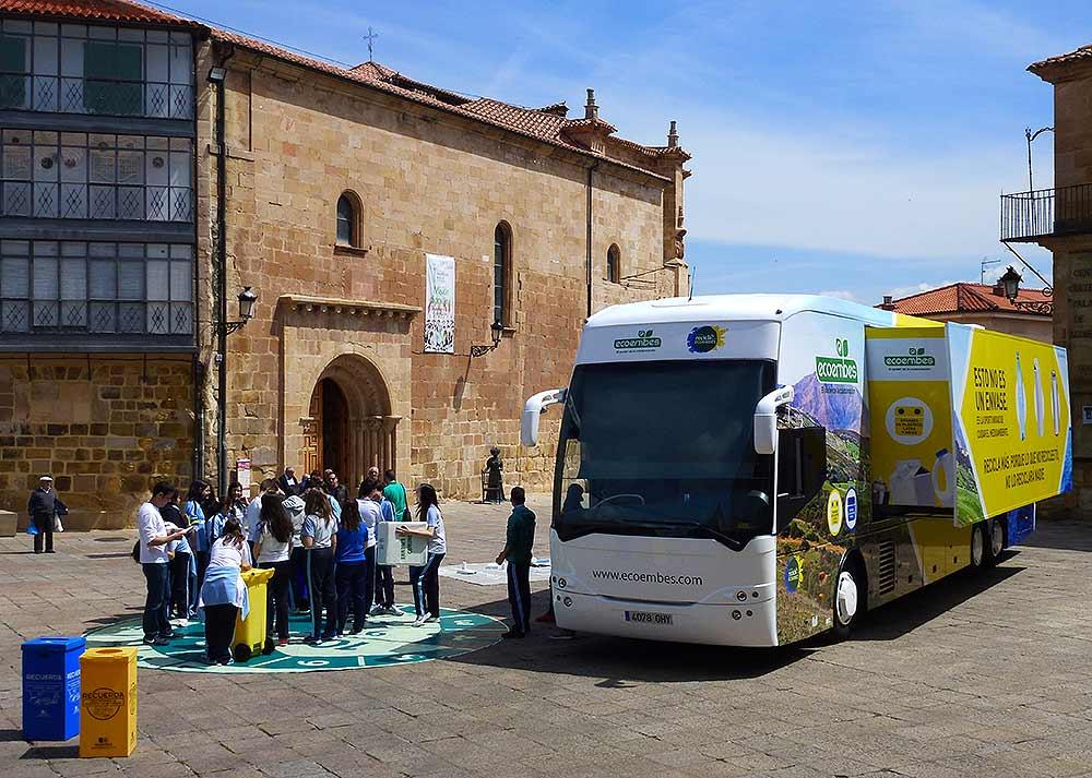 Ecoembes-y-Ayuntamiento-de-Soria-unidos-en-el-Dia-del-Reciclaje-2016