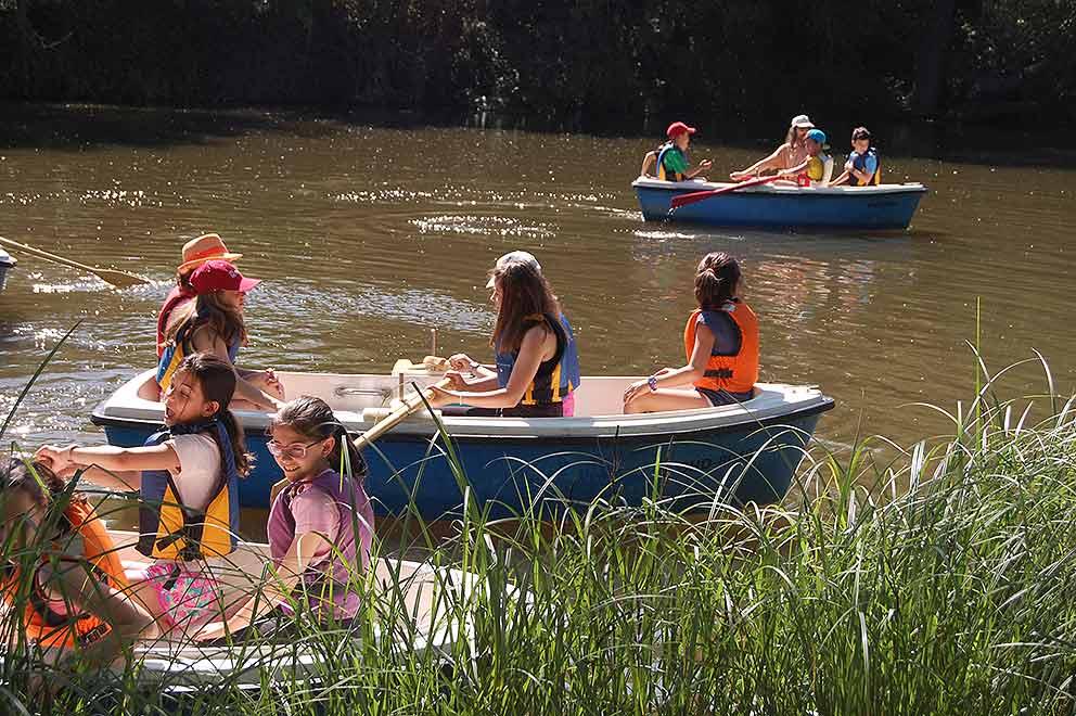 Escolares-aprendiendo-sobre-el-medioambiente-del-Duero-en-Soria