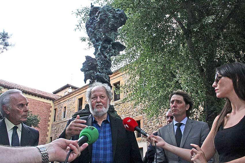 -Greg-Wyatt-Fundacion-Duques-de-Soria-_Shakeaspeare_Cervantes-escultura