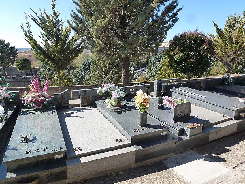 cementerio-de-soria-tumbas-varias