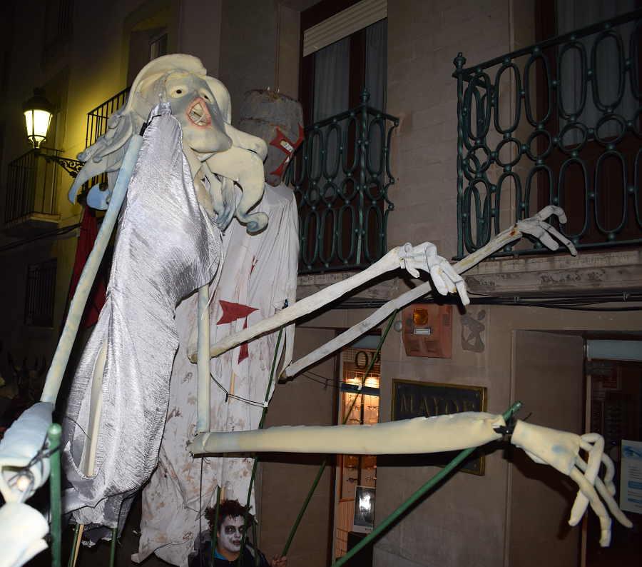 Beatris y fantasma templario en Festival de las Ánimas de Soria