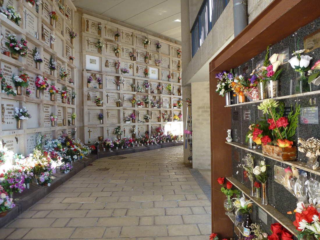 columbario-y-galeria-de-nichos-en-cementerio-de-soria